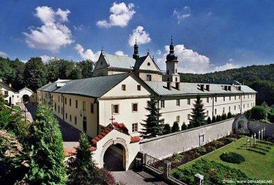 klasztor-karmelitow-bosych-w-czernej