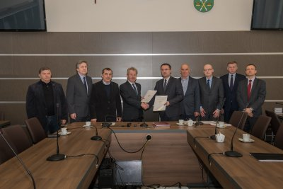 Uroczyste przekazanie działki Skarbu Państwa gminie Zielonki fot. Damian Olawski