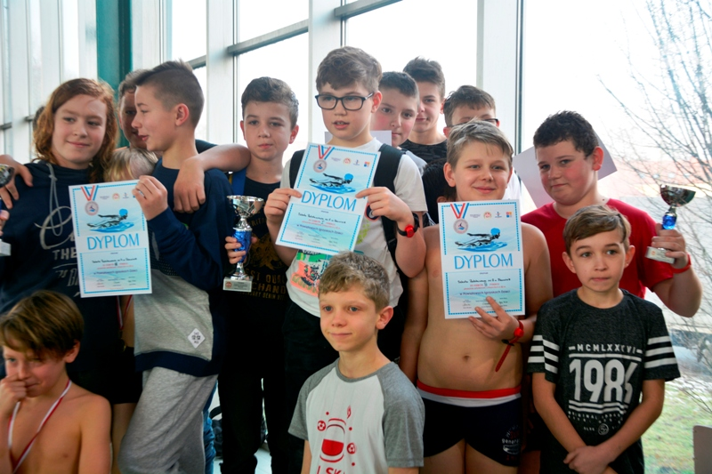 Pływanie drużynowe i indywidualne