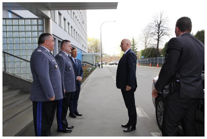 Spotkanie szefa MSWiA z funkcjonariuszami z Małopolski