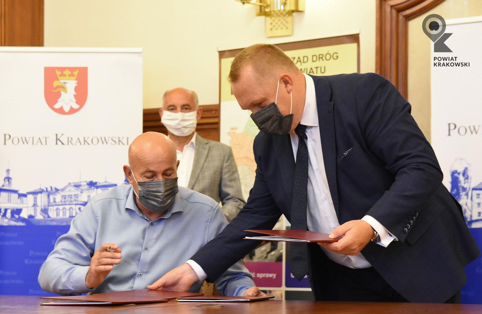 Podpisanie umowy w Starostwie Powiatowym w Krakowie 2