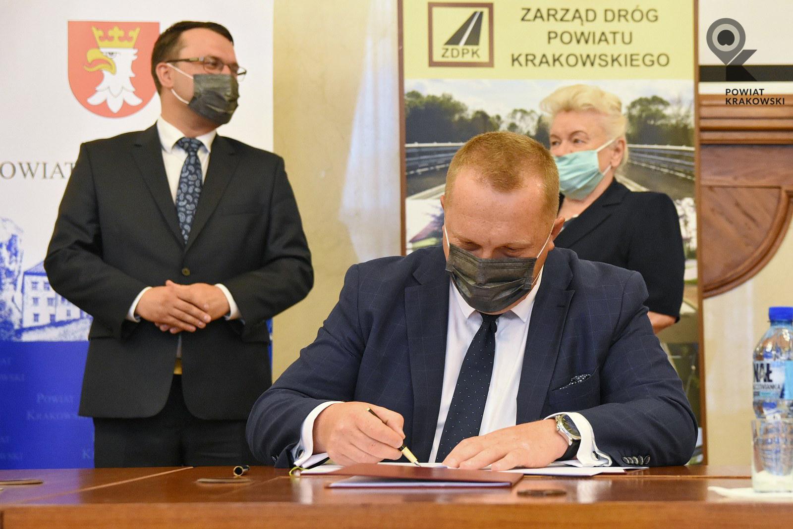 Podpisanie umowy w Starostwie Powiatowym w Krakowie 3
