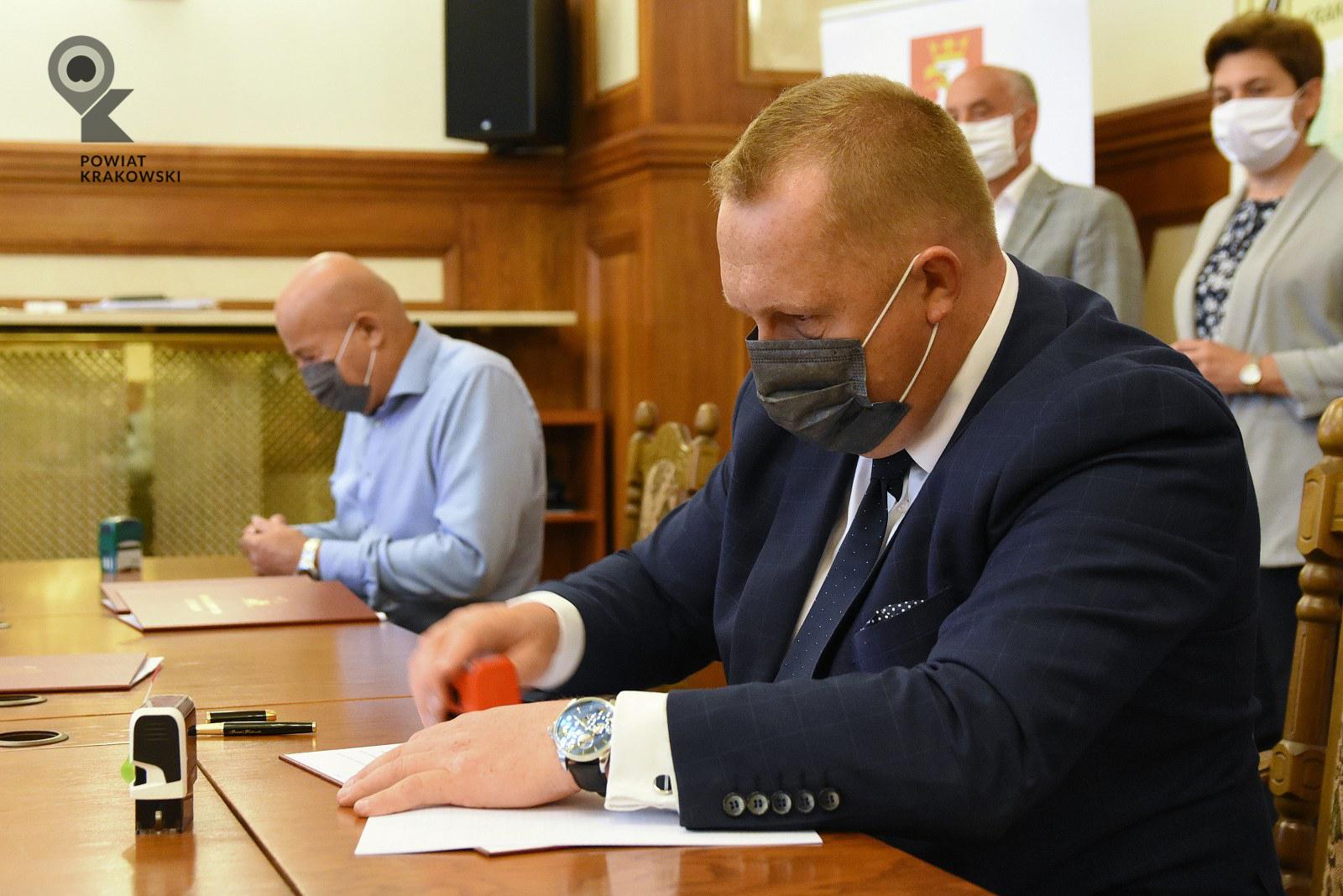 Podpisanie umowy w Starostwie Powiatowym w Krakowie 5