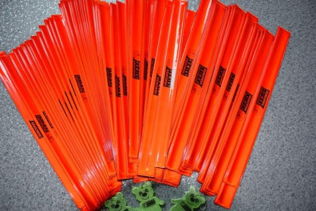 opaski odblaskowe koloru pomarańczowego