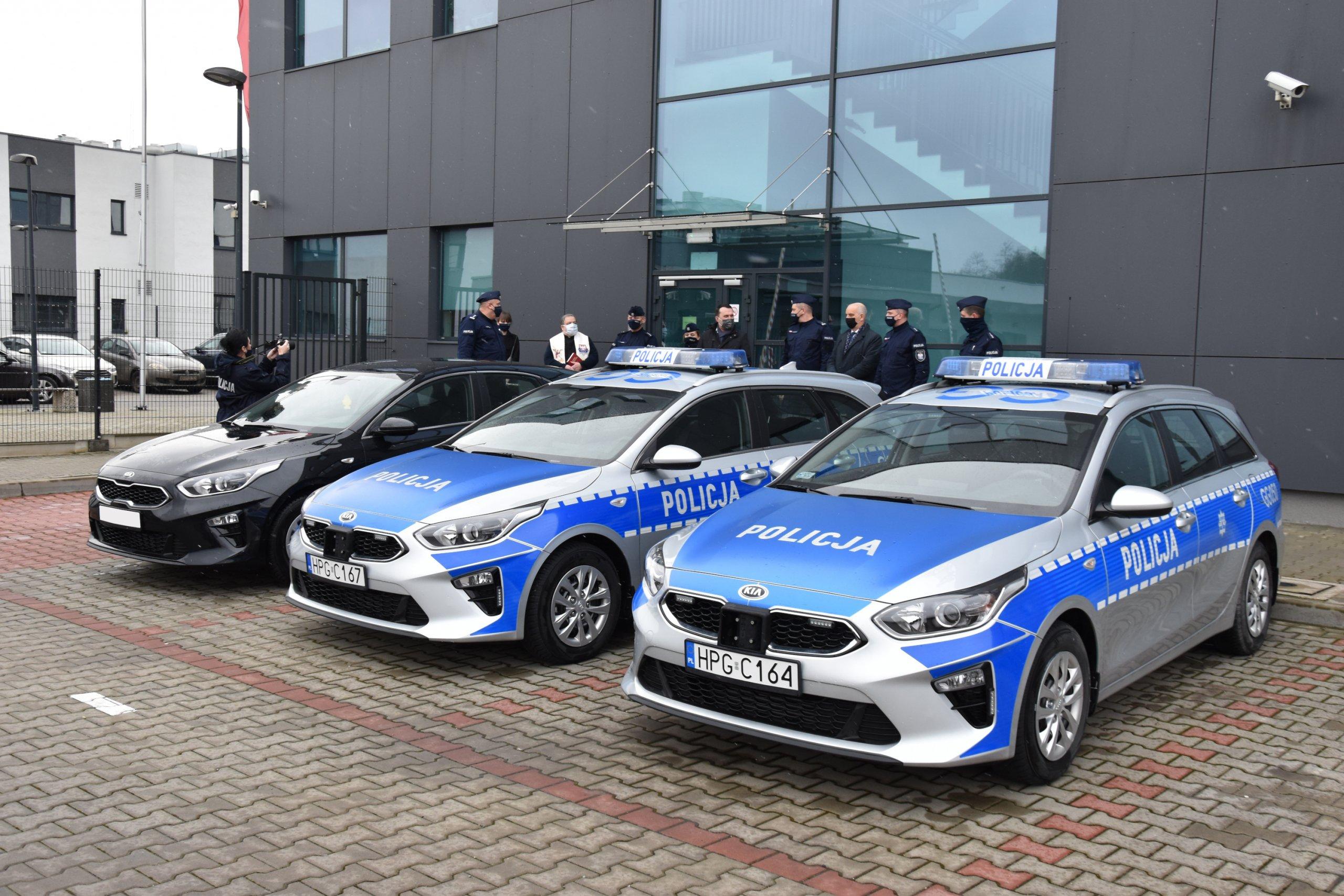 Przekazanie samochodów w KPP w Krakowie