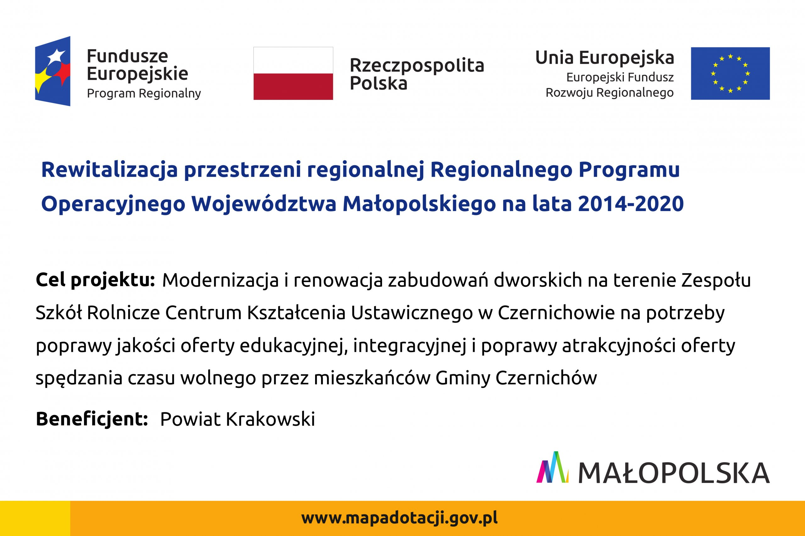 Tablica informacyjna o rewitalizacji przestrzeni regionalnej Regionalnego Programu Operacyjnego Województwa Małopolskiego na lata 2014-2020. Więcej informacji po kliknięciu w tablicę.